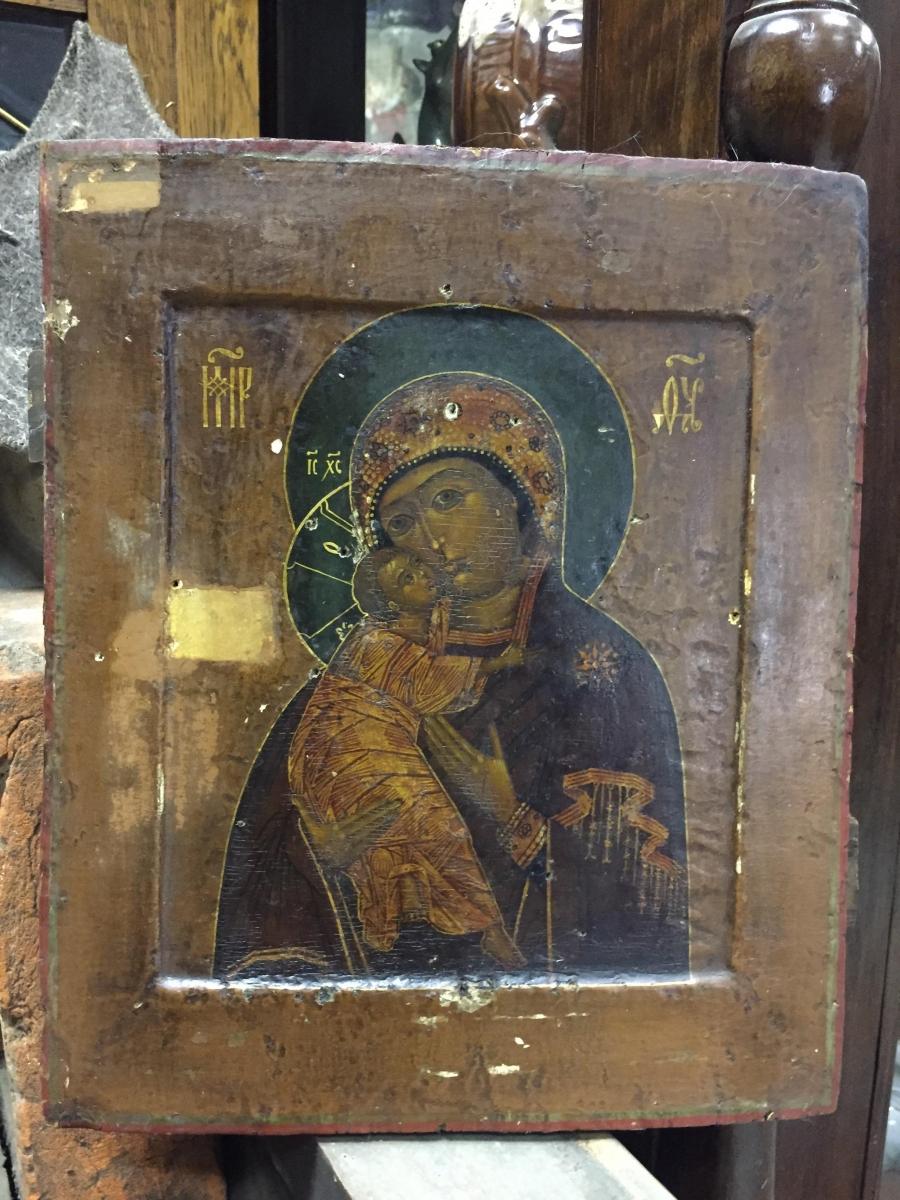 Икона Владимирской Божией Матери. Размеры: 31х26,5 см. Конец 17 века. В процессе реставрации.
