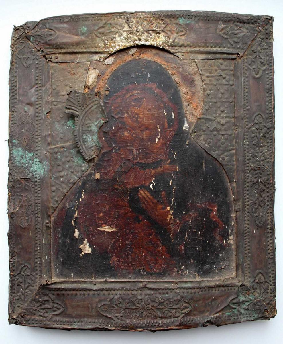 Икона Владимирской Божией Матери. 17 век. Икона и оклад до реставрации.