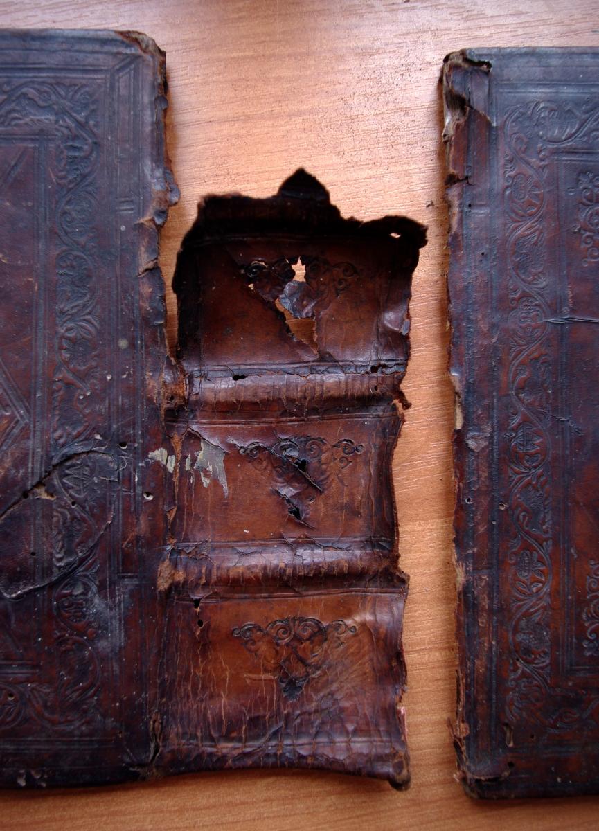 Псалтирь 19 века во время реставрации. Корешок.