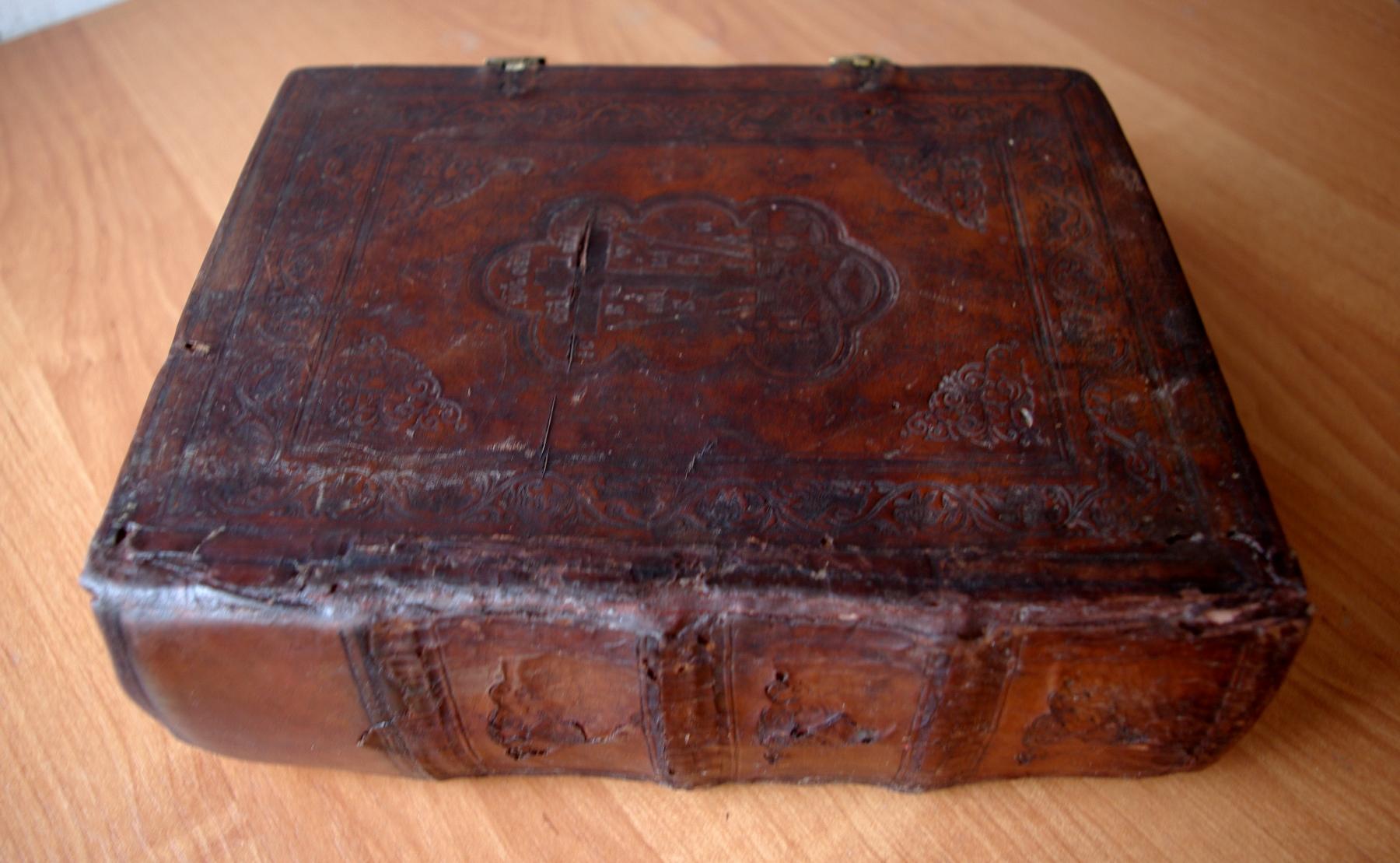 Псалтирь 19 века после реставрации. Общий вид книги.
