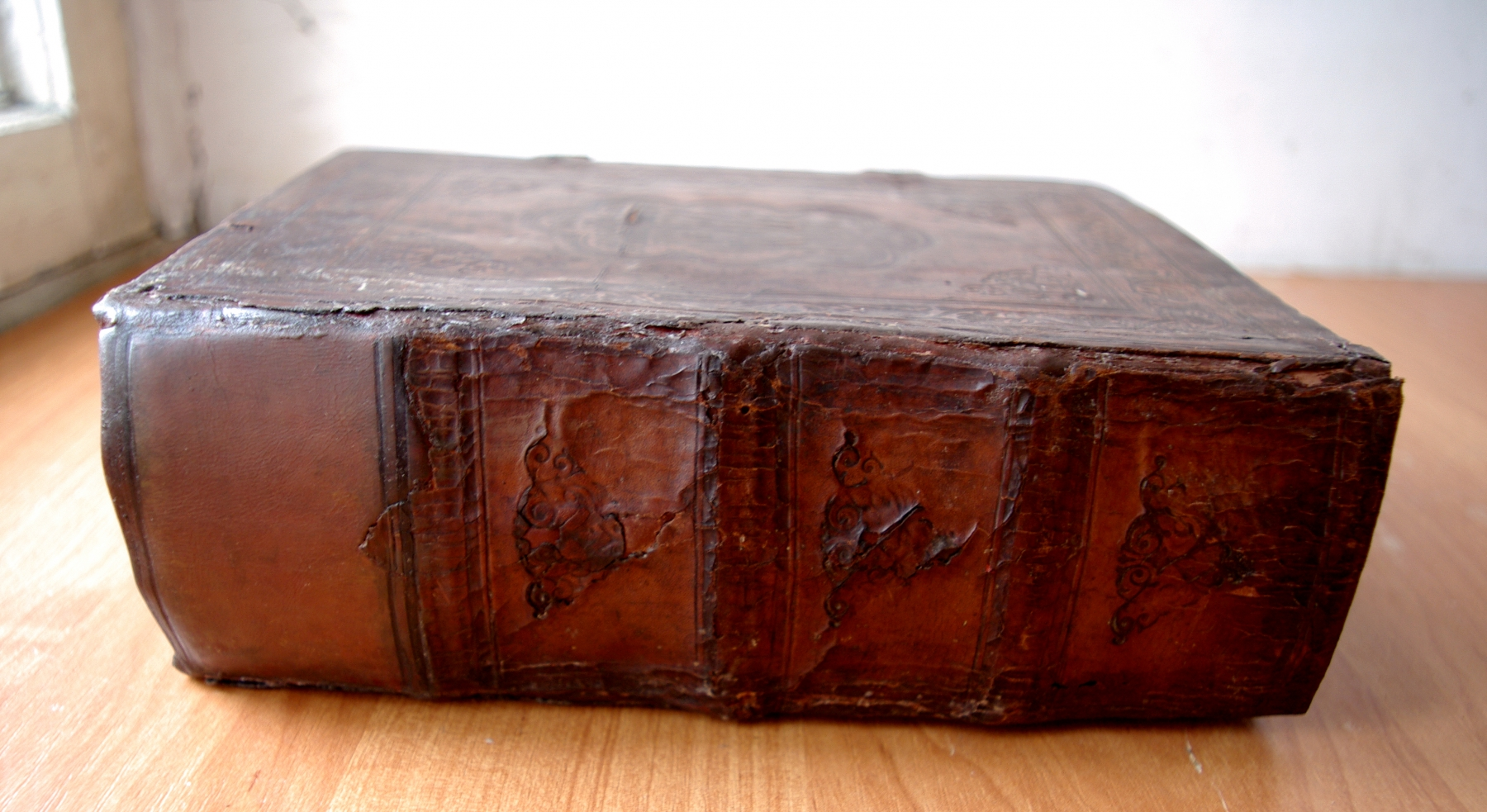 Псалтирь 19 века после реставрации. Общий вид на корешок.
