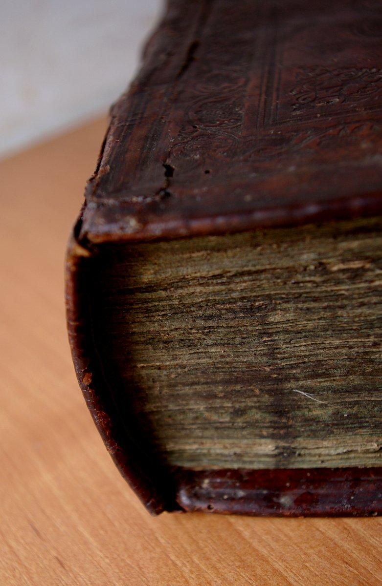 Псалтирь 19 века после реставрации. Фрагмент корешка.